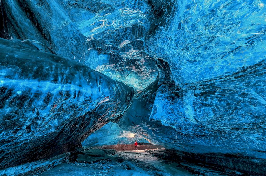 Iceland-500px-Iurie-Belegurschi-Ice-cave