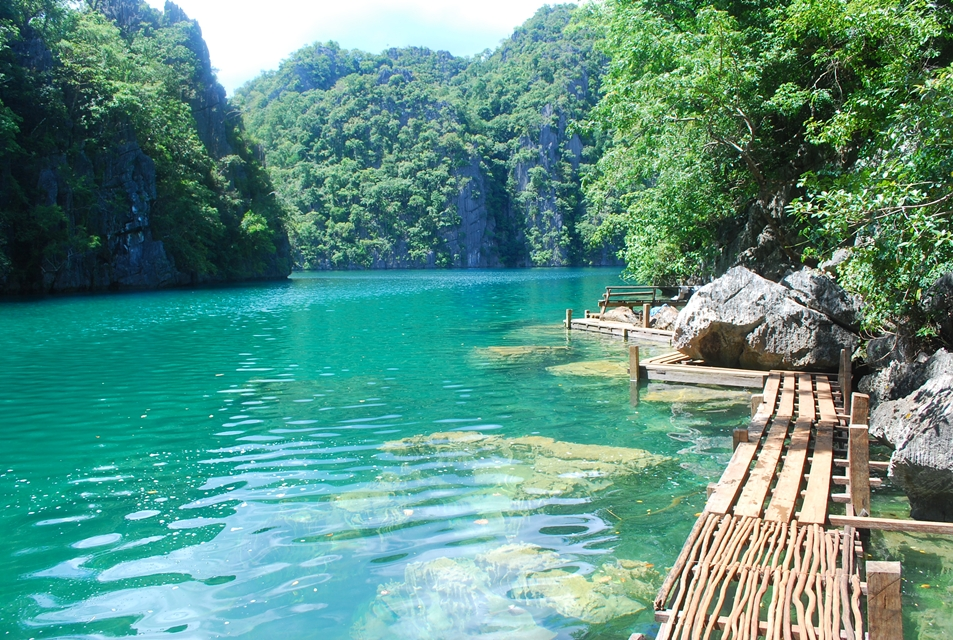 Kayangan Lake in Coron, Palawan © nomadicexperiences.com